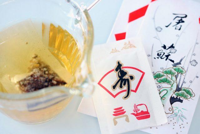 屠蘇散,お屠蘇,おとそ:お屠蘇(とそ)は立派な発酵飲料!お正月に飲む理由と飲み方・作り方:発酵ライフを楽しむ haccola(ハッコラ)