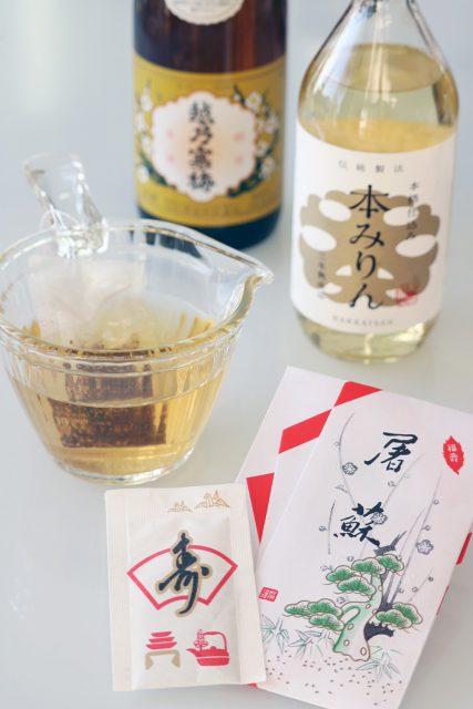 屠蘇散,みりん,味醂,日本酒,清酒:お屠蘇(とそ)は立派な発酵飲料!お正月に飲む理由と飲み方・作り方:発酵ライフを楽しむ haccola(ハッコラ)