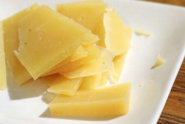モンゴルの草原の恵みが詰まった手づくりチーズ