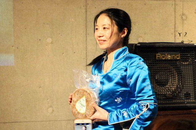 夏は、春先に生まれた子牛も大きくなり、母牛が一番ミルクを出す季節。重田さんのチーズづくりも本格化する時期です。