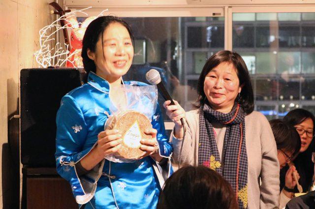 重田さんと、この回を主催した編集者の菅野和子さん