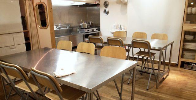 東京・表参道にある、玄米菜食と発酵食のレストラン「たまな食堂」には、さまざまなテーマでナチュラルフードについて学べる「たまな教室」が併設されています。