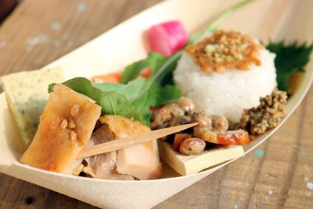 料理家の蓮池陽子さんによる「発酵おつまみ」は、テンペ、納豆、お味噌、お漬物…といった発酵食品のフィンガーフードが並ぶワンプレート。登壇者の発酵男子のみなさまから提供された食材もふんだんに使われていて、どれも大変おいしいおつまみでした。