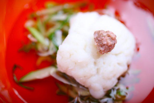 『鱧(ハモ)の湯引き 香草野菜ゼリー添え』