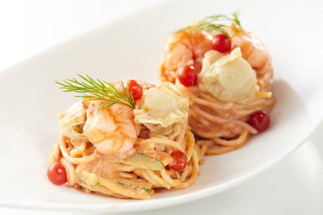 海老と帆立のパスタサラダ 甘酒トマトソース