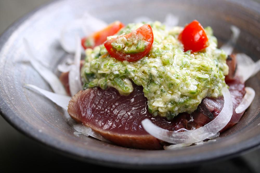 「初鰹とオクラのタタキ バルサミコ風味」レシピ