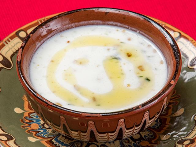 ヨーグルトの冷製スープ「タラトル(Tarator)」