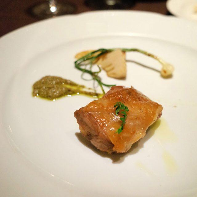 岩手県産ホロホロ鶏モモ肉のソットリーオ 実山椒のサルサヴェルデ