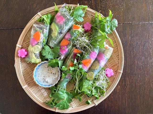乳酸発酵ピクルスのアレンジレシピ「生春巻きとヨーグルト塩麴ソース」