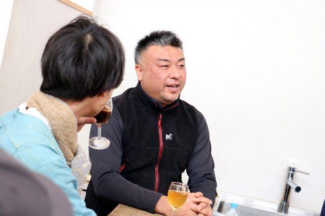 茨城県鹿嶋市で「鹿嶋パラダイス」の代表を務める唐澤さん。「鹿島パラダイス」では、無肥料無農薬・自然栽培での農業を基軸に、素材から作り上げる食品の販売や飲食店の運営、衣食住を豊かにする様々なプロジェクトの立ち上げなどを行っています。