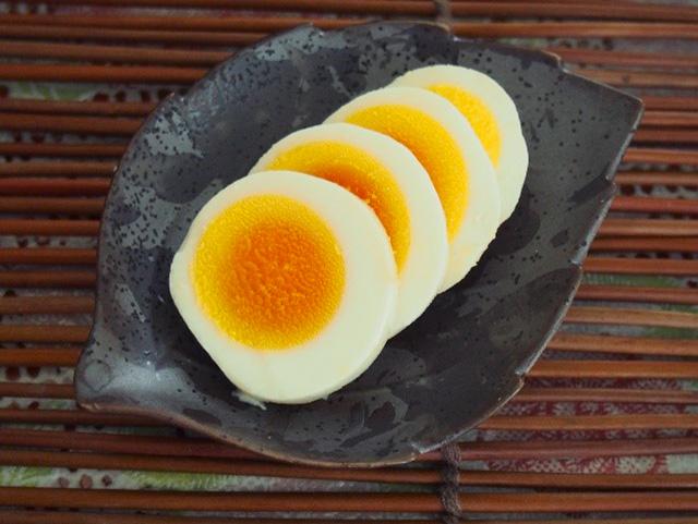 植物性乳酸菌にこだわらなければ、ゆで卵なども漬けることが出来ますし、お魚やお肉を漬けることもできます。