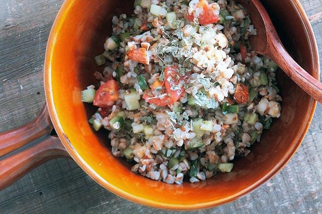スプーンで食べる「バルサミコ酢のそばの実サラダ」│寒露の二十四節気発酵レシピ