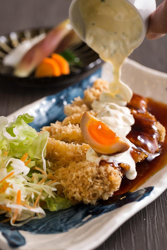 チキン南蛮 半熟味玉タルタルソース880円(税別)