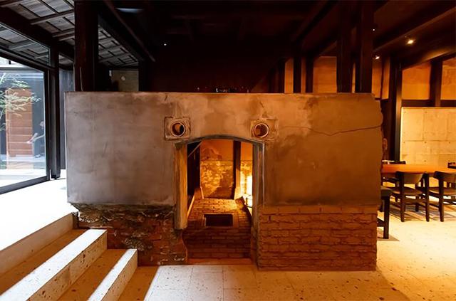 """「京都 もやし町家 Kyoto Moyashi House」に現存する、かつて""""もやし""""を醸していた麹室"""