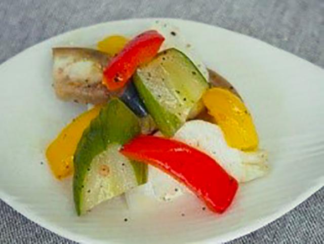 沢山漬けすぎて食べきれないときは、オリーブオイルと胡椒で和えれば、ぬか漬けサラダとして美味しくいただくこともできます。