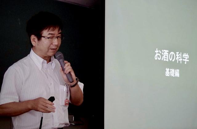 お酒の科学について講演なさる名城大学農学部応用微生物学の加藤雅士教授
