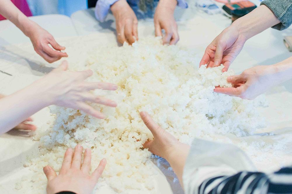 お米の温度を下げる『蒸しとり』という作業
