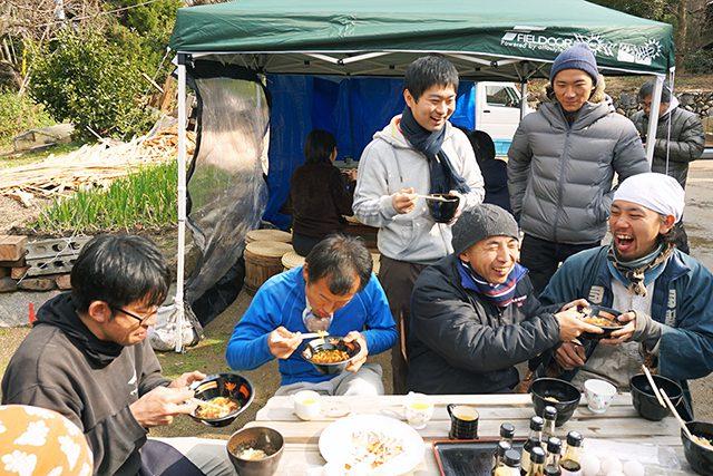木桶職人復活プロジェクトでの昼食風景