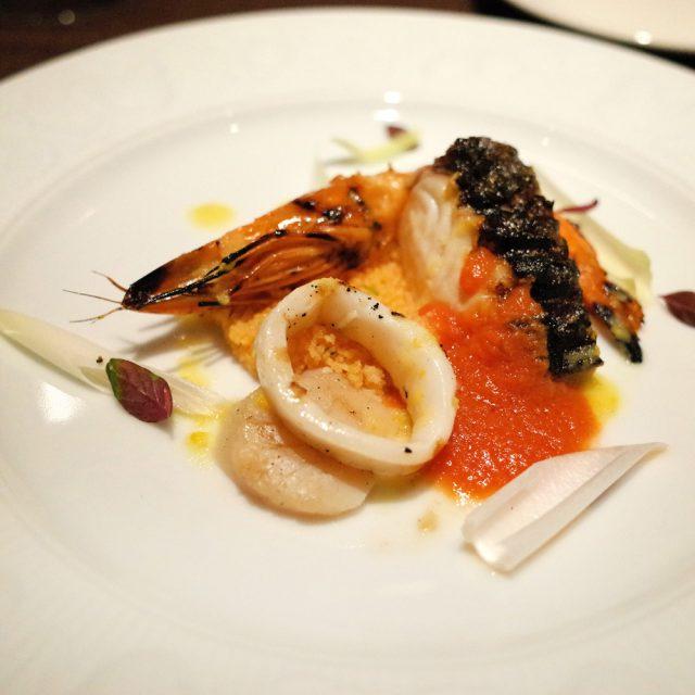 軽く炙った魚介類とクスクスのサラダ仕立て トラパニ風