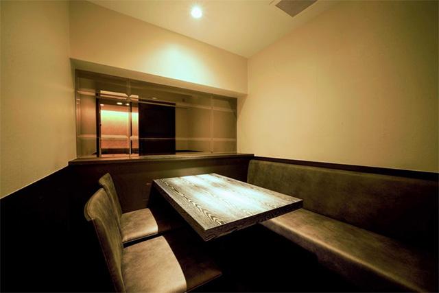 「焼き鳥とワイン 源 MOTO」個室