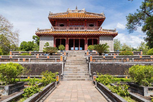 ベトナム王朝が中国の皇帝にニョク・マムを献上したため、中国の皇帝もニョク・マムの匂いを嗅いだ