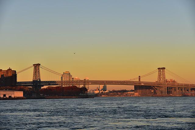 夕日に映えるニューヨーク・ウィリアムズバーグ橋