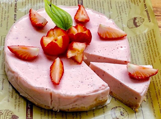 ホワイトデーにピッタリの発酵スイーツ!『いちご甘酒のレアチーズケーキ』レシピ
