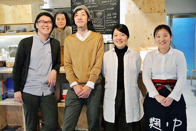 麹中のメンバー。左から崎谷さん、永澤さん、石橋さん、平野さん、大喜多さん。