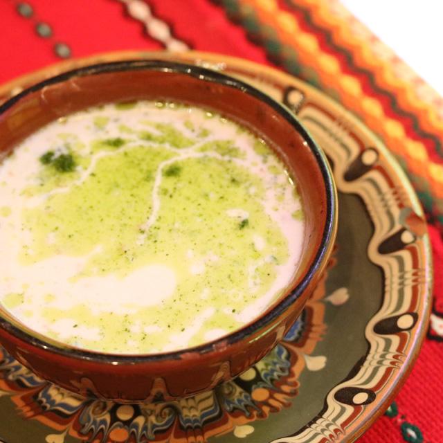 ブルガリアのヨーグルト料理、作冷製スープ「タラトル」