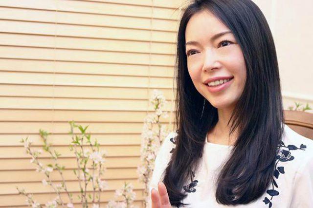 中嶋マコト モデルとして雑誌·広告·CMなどで活躍。その経験から培った知識をいかし、ビューティジャーナリストとしても 雑誌·web·イベント·TV·ラジオ等、多方面にて活躍中。