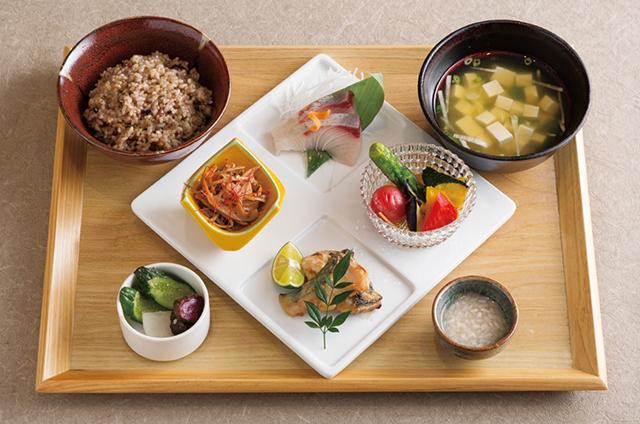 季節のお刺身と焼き魚の日本橋発酵御膳