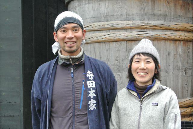 24代目当主の優さんと、奥様で酒粕料理研究家の聡美さん。