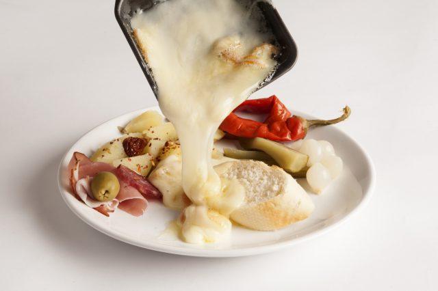 ほとんどのチーズは加熱調理した方が美味しくなります。せっかくなら、美味しくいただきたいですよね