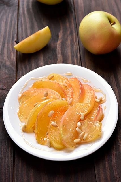 バターの代わりに味噌を使う『りんごの味噌キャラメリゼ』レシピ