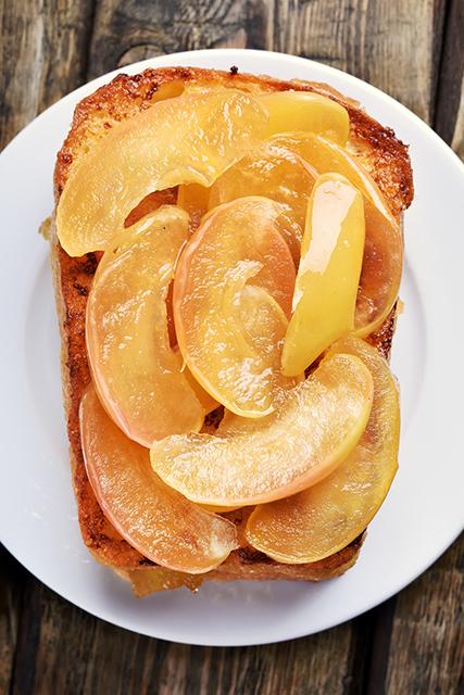 『りんごの味噌キャラメリゼ』をパンに乗せてもおいしい