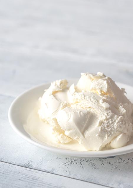 マスカルポーネチーズは、フレッシュタイプのクリームチーズ。酸味や塩味が少なく、濃厚でほのかな甘みが特徴