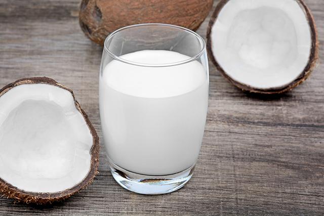 究極のアンチエイジング・スーパーフード、ココナッツミルク