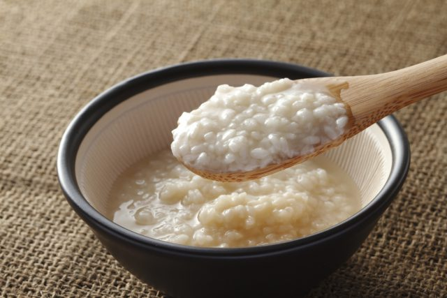 2012年、その年の世相を表わすとされる「新語・流行語大賞」に「塩麹」がノミネートされました。多くの人に認知された塩麹ですが、ここに至るまでは浅利さんの地道な活動があったといいます。