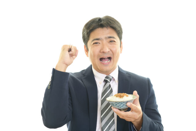 数億円の取引を決めるほどの自信にあふれたかのような彼も、パワフルな茶碗一杯の納豆ご飯で1日をスタートさせるのです。