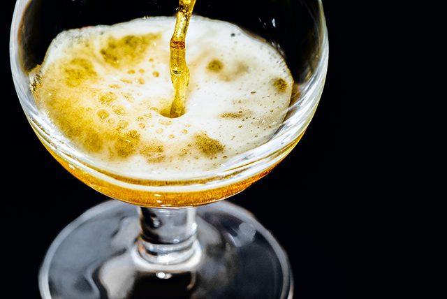 「グラスに注いで香りや色を楽しんで」クラフトビールのおいしい飲み方①