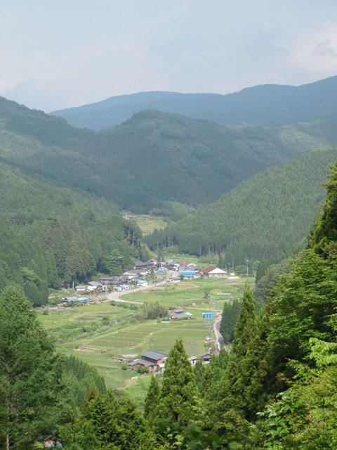 愛知県の奥三河、足助町の山あいの集落、大多賀のおいしい湧き水