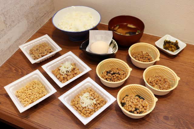 国産小粒、国産大粒、えだ豆納豆、わかめ納豆など全8種類が食べ放題