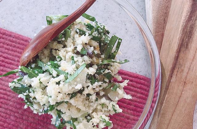スプーンで食べる「カリフラワーの発酵レモン塩サラダ」の作り方・レシピ