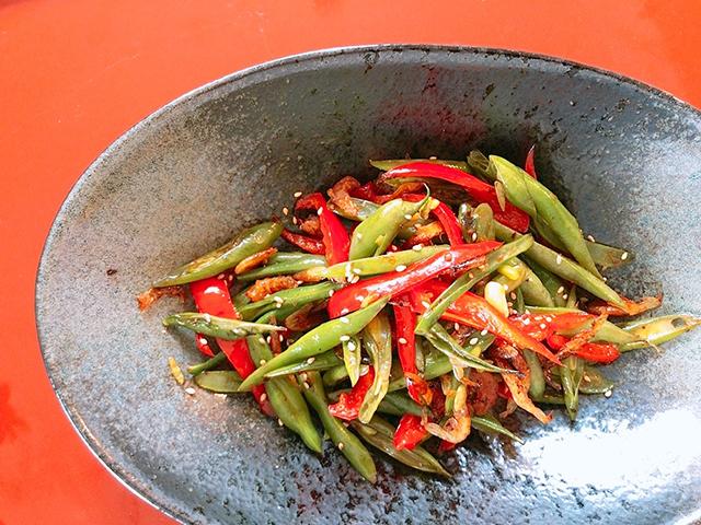 「さやいんげんと赤ピーマンの海老生姜オイル炒め」の作り方・レシピ
