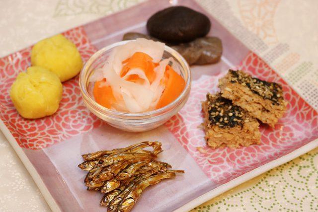 おせち,ワンプレートおせち,発酵おせちプレート,お正月,松風焼き,田作り,きんとん風茶巾,しいたけとこんにゃくの煮物,紅白なます,日本,伝統文化,しきたり:【発酵おせちプレート】ワンプレートおせち作りは大晦日でも間に合います!:発酵ライフを楽しむ haccola(ハッコラ)