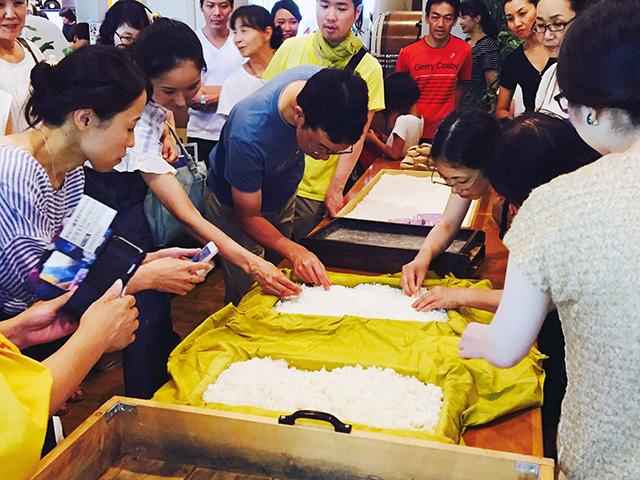 菱六の助野彰彦さんを講師に迎えたワークショップ「三分で魅せる米こうじ作り」