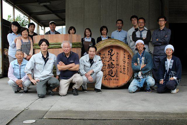 2017年10月、足立醤油株式会社(兵庫県)さんにて「木桶職人復活プロジェクトin兵庫」と題して味噌用の仕込み桶を2本新調※結い物で繋ぐ会オフィシャルサイトより