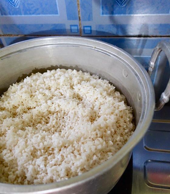 もち米を蒸す