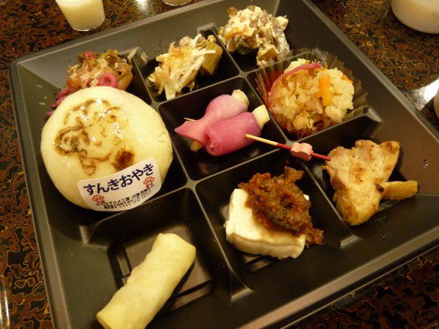すんきづくしの御膳をいただきながら、発酵食について見聞を深めていきました。