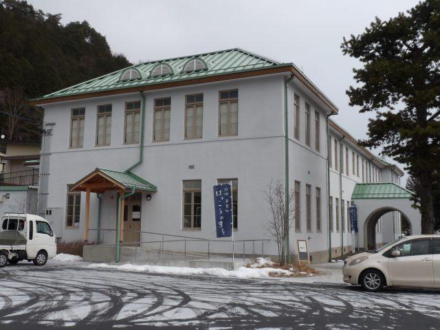研究所は旧帝室林野局庁舎を改修して利用されていて、非常にモダンで素敵な建物でした。